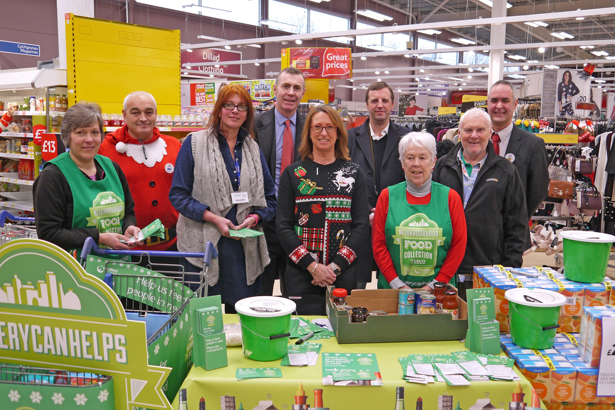 Politicians Support Food Bank Volunteers The